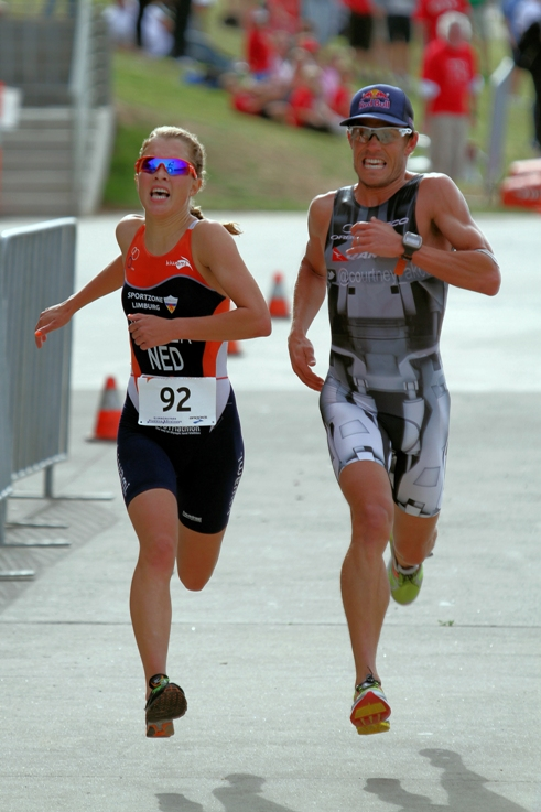 Rachel Klamer and Courtney Atkinson in a sprint for the finish