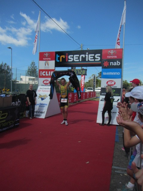 Shane Barrie claiming the Classic Distance title at the NSW Triseries TriCallala festival.