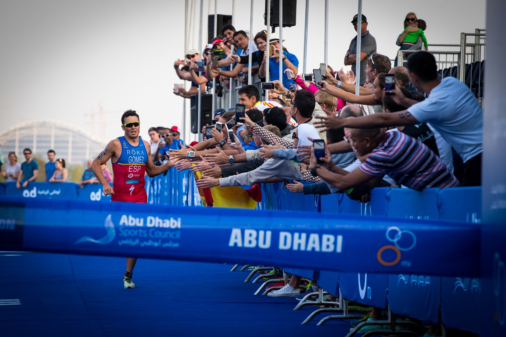 Javier Gomez wins World Triathlon Abu Dhabi 2017
